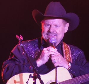 Country singer Moe Bandy. (RattleandHumSports photo by Chuck Cox)