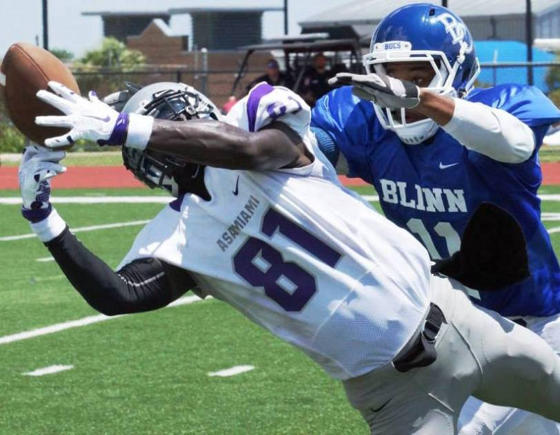 ASA Miami's Devonte Tomlin catches a pass during the Silver Storm's game with Blinn College in Brenham, Texas, on Aug. 22, 2015. (RoadTripSports photo by Chuck Cox)