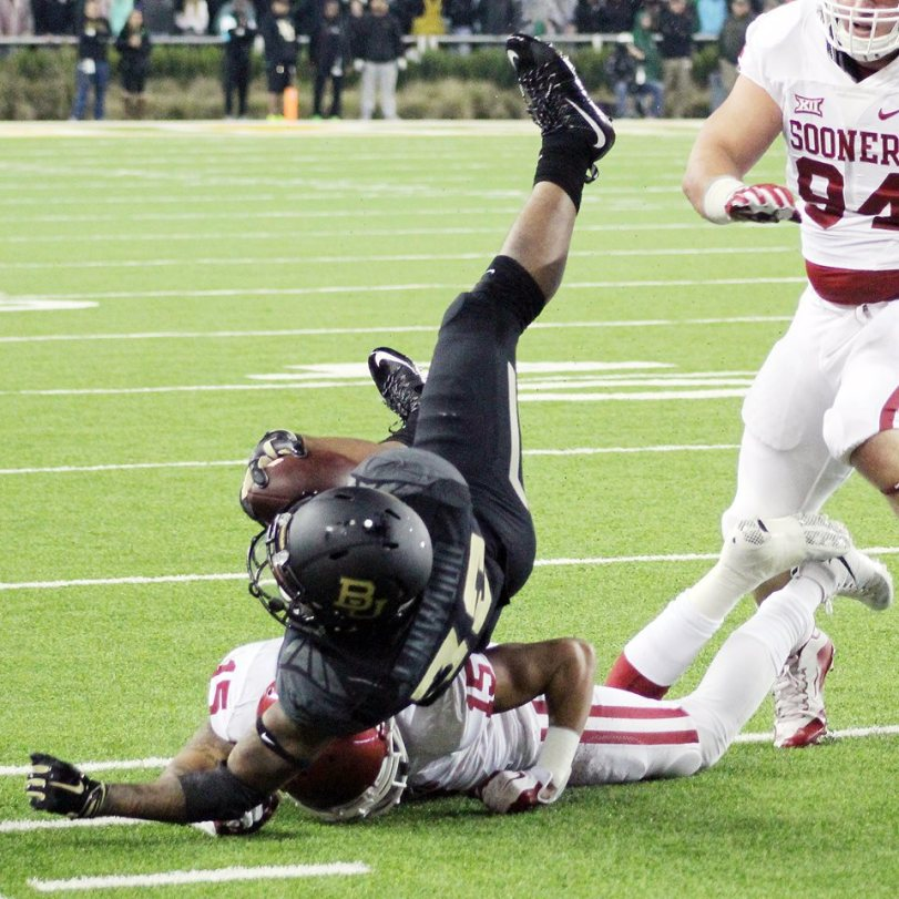 Baylor running back Shock Linwood goes to the ground after an Oklahoma tackle on Nov. 14, 2015. (RoadTripSports photo by Matthew Postins)