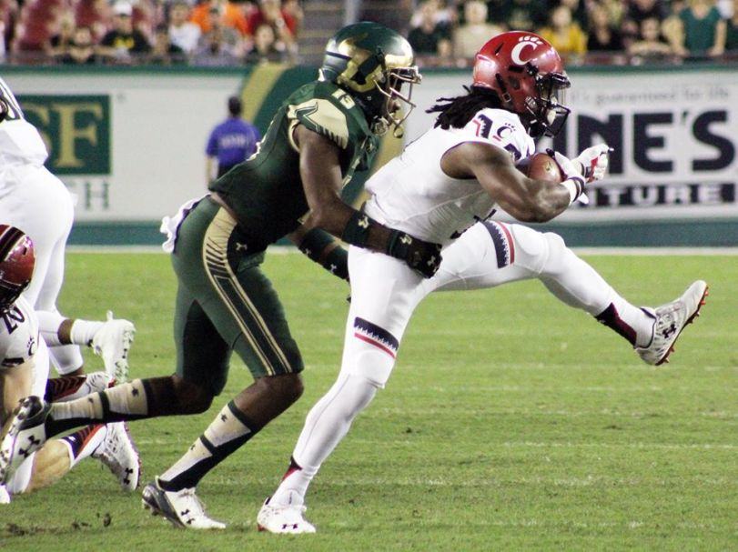 USF's Tajee Fullwood (left) did all he could to keep this Cincinnati ball carrier from running away. (RoadTripSports photo by Matthew Postins)